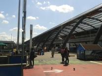 Parte de trás da estação, no ponto da ferry.