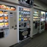 Comida quente, incluindo batata e frango frito. (Foto: Att.Japan - attjapan.sakura.ne.jp)